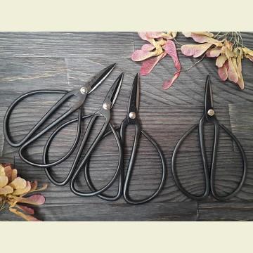 Черные ножницы для вышивки